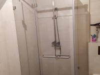Душевая кабина с полотенцедержателем