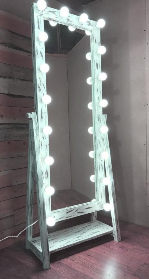 Зеркало с подсветкой из ламп Фото