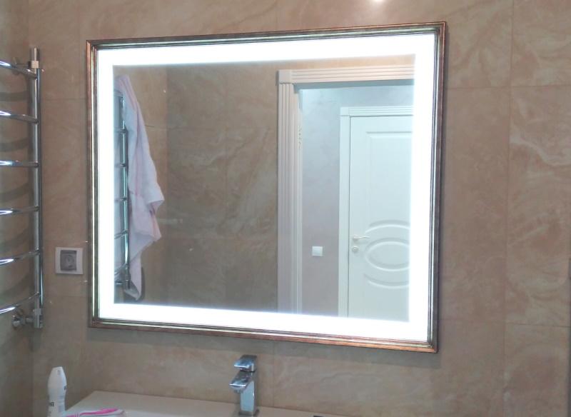 Зеркало с подсветкой в раме Фото