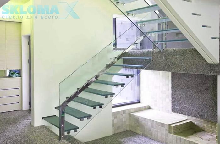 Лестница из стекла в интерьере Фото