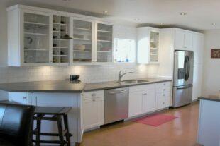 Стеклянные кухонные фасады Фото