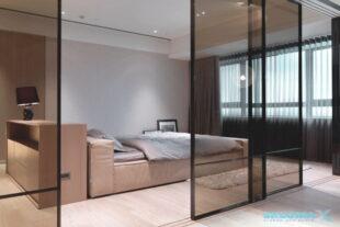 Стеклянная перегородка в спальне Фото
